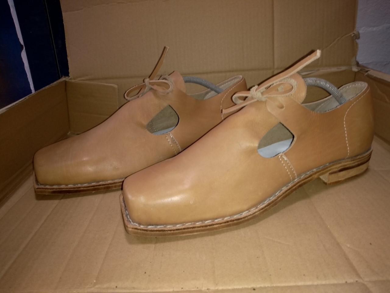 re-enactment-shoes index html